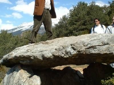 Menhir Tella; hacer senderismo en madrid; vacaciones senderismo